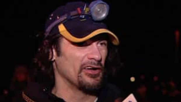 Alaskan musher Hugh Neff won the 2012 Yukon Quest and leads this year's race early on.