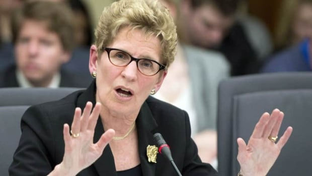 Premier Kathleen Wynne has demanded that Tim Hudak retract all defamatory statements he has made about her alleged involvement in the gas plant scandal or else she will take legal action.