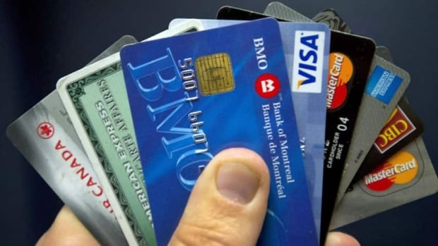 Some Ottawa restaurateurs want to stop offering patrons the option to pay with credit cards because it costs a lot to provide the service.