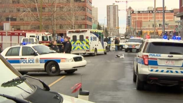 Calgary police discovered a man with what appears to be stab wounds on 10th Avenue S.W.