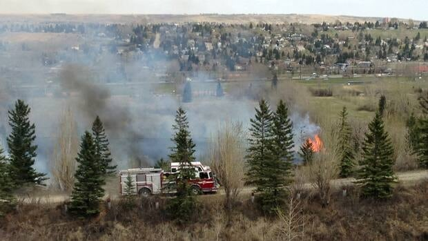 Fire crews tackled a grass fire in the northwest last week that forced some Bowness residents from their homes.