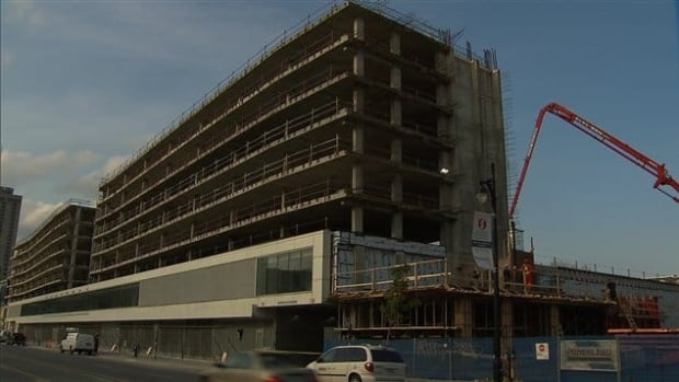 A student group called UTILE is proposing that 1,000 student residences be built inside the Îlot Voyageur building in downtown Montreal.
