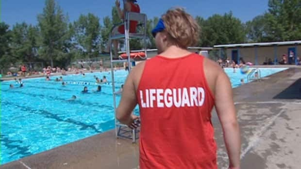Regina officials want city council to consider a new configuration of outdoor pools and tennis courts.