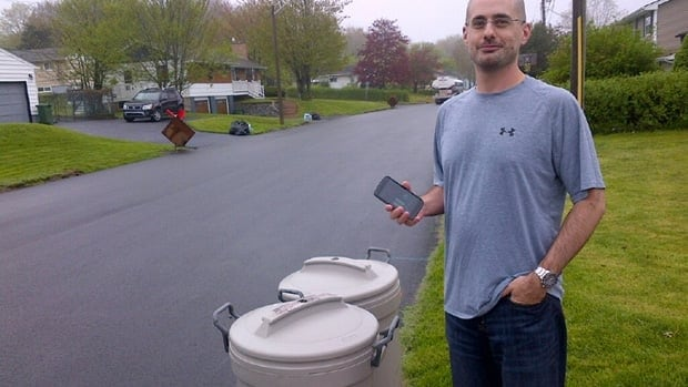 Steve Boutilier, a computer programmer in Lower Sackville, says he used to rely on neighbours to get the day right. Now, his app tells him whether it is a grabage or green bin day.