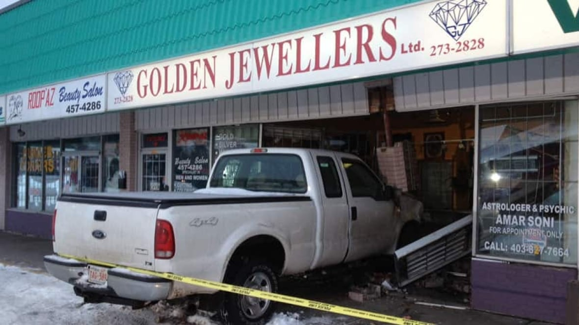 truck crashed into jewelry store in robbery calgary