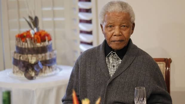 Former South African president Nelson Mandela has recovered from a lung infection and minor surgery his house in Johannesburg.