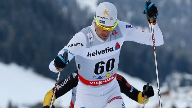 Sweden's Johan Olsson won the men's 15-kilometre race, beating overall World Cup leader Dario Cologna of Switzerland by 11.8 seconds.