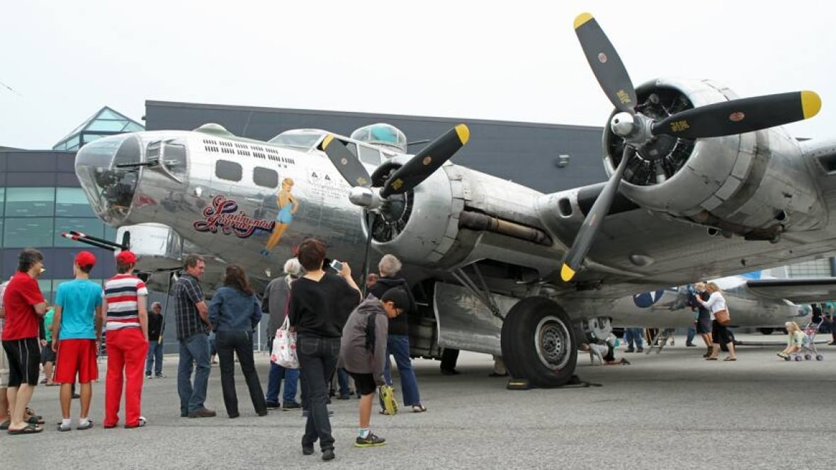 One of the last airworthy B-17 bombers visits Hamilton ...
