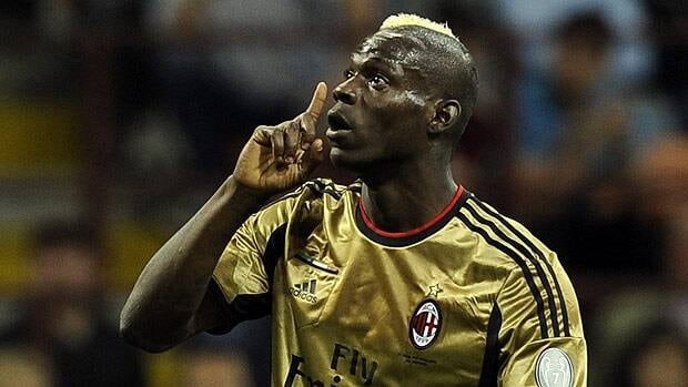 Mario Balotelli of AC Milan looks to silence the crowd in Rome on Sunday.