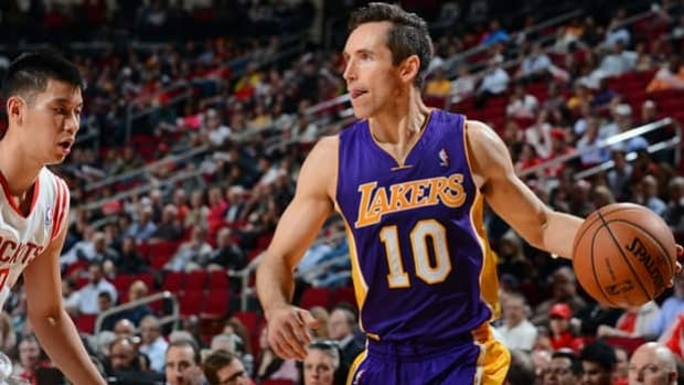 Lakers point guard Steve Nash (10) looks to pass in Tuesday's 125-112 loss to the Rockets.