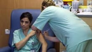 si-flu-shot-nurse-220-cp-75