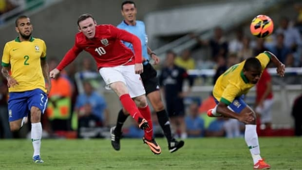 Wayne Rooney (10) reportedly is worth $15 million US and a roster player to Chelsea FC.