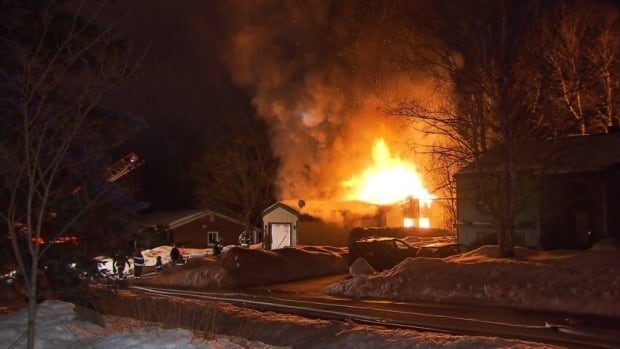 One person was killed in a house fire in Rosèmere, Que. that started at 2 a.m.
