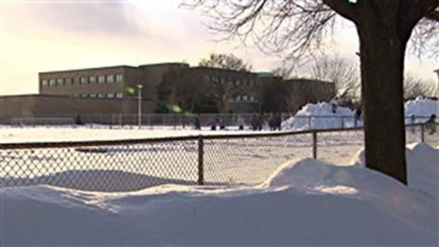 The Montreal public health department says it would not have given the school board approval to move staff and students into to École Louis-Riel if it had seen a report on the air quality.