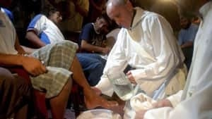 ni-pope-feet-washing