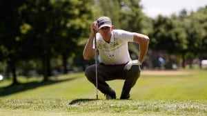 Brendan Steele, of the United States, lines up a chip onto the ninth green during the first round at the Canadian Open at Glen Abbey in Oakville, Ont., on Thursday.