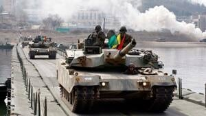 si-south-korea-tanks-300-ap-04223624