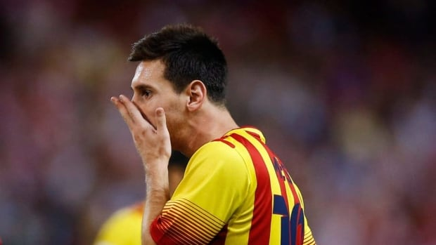 Barcelona striker Lionel Messi bruised a muscle in his left thigh on Wednesday against Atletico Madrid.