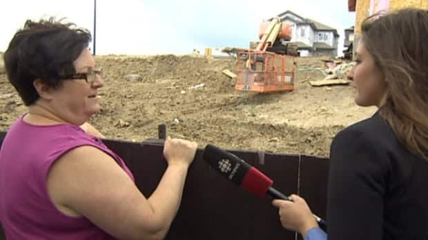 Sharon McCrea-Berry shows CBC reporter Laura Osman the new development behind her Lago Lindo home.