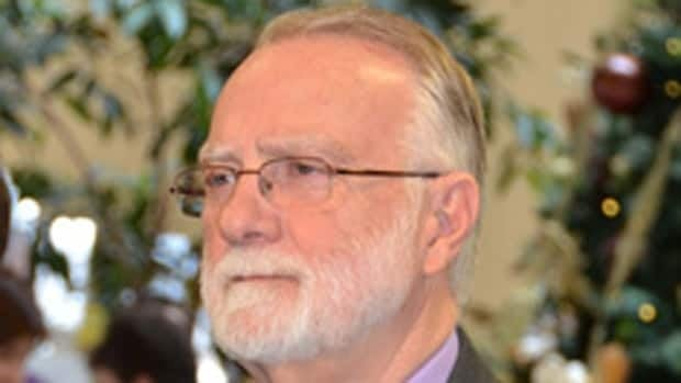 A conflict interest put behind him after a judge's ruling, Cambridge Mayor Doug Craig has jumped back into the rapid transit debate, saying the regional government should look at the cost of cancelling the $818 million light rail transit system.