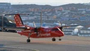 si-air-greenland-dash8-220