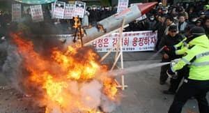 ii-south-korea-protests-missile