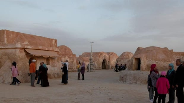The buildings of Mos Espa on the planet Tatooine were left behind in Tunisia after the film was shot in 1997. Since, then the film set has been a popular tourist destination.
