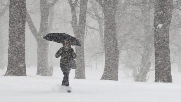 Environment Canada predicts up to 25 centimetres of snow and wind gusts of up to 60 km/h for several parts of Quebec overnight Wednesday.