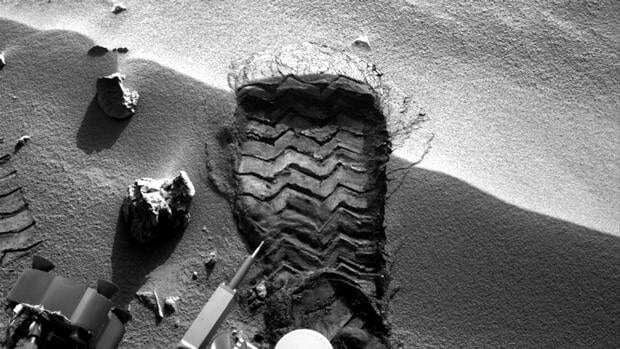 NASA's Curiosity cut a wheel scuff mark into a wind-formed ripple at the Rocknest site to give researchers a better opportunity to examine the particle-size distribution of the material forming the ripple.