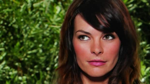 Former Calgarian and Twitter star Kelly Oxford has released a book of essays.