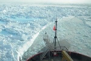 si-arctic-boat-ice