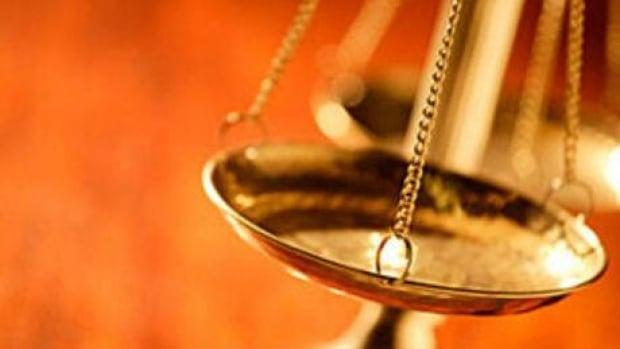 hi852-justice-scales-default-6col