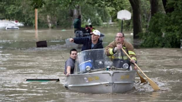 Rescuers looks for stranded residents in High River, Alta. during recent flooding.