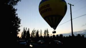 hi-bc-120807-hot-air-balloon-landing-langley-4col
