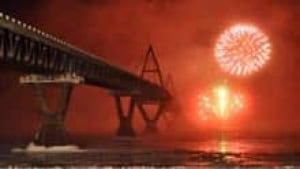si-deh-cho-bridge-fireworks-220