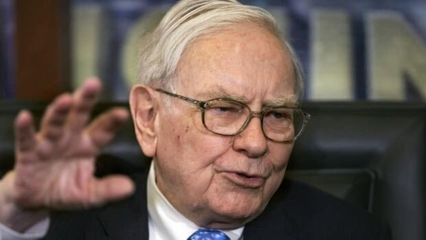 Berkshire Hathaway CEO Warren Buffett is gradually giving away all the shares in his company. An online course opens with his advice about philanthropy.