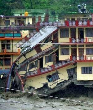 si-india-floods-300-ap-04597076