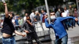 ii-turkey-protest-throw