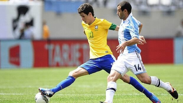 Brazil's Oscar, left, fights for the ball with Argentina's Javier Mascherano during the friendly match between Argentina and Brazil on June 9, 2012.