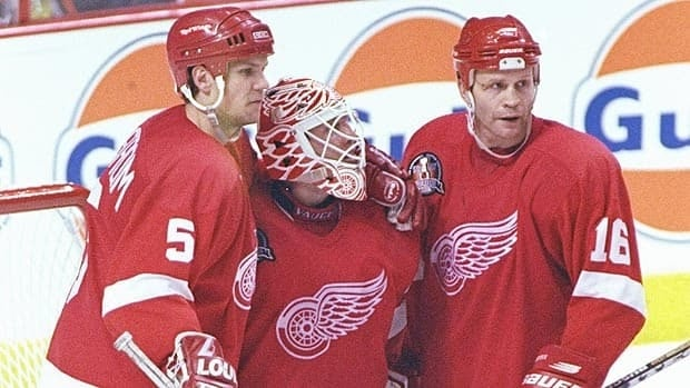 Nicklas Lidstrom played with several great NHL players during his career, including goalie Mike Vernon and defenceman Vladimir Konstantinov.