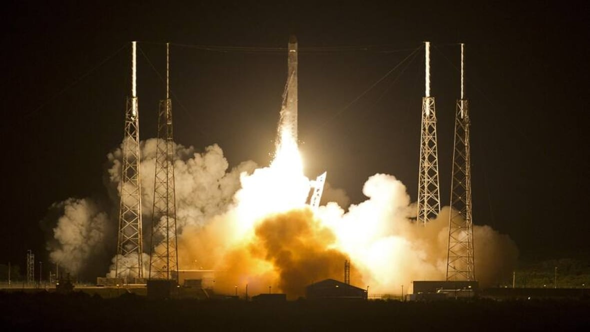 Private SpaceX rocket blasts off for space station - World ...