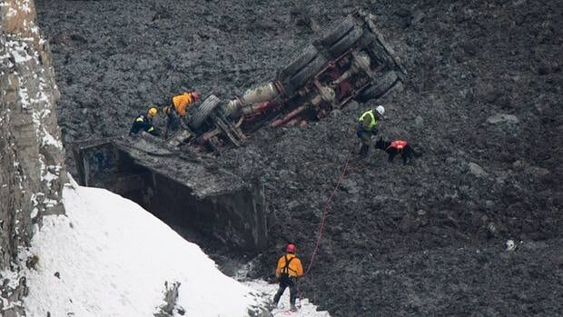 Rescue workers found the bodies of two quarry employees who had been missing since a landslide in L'Épiphanie, Que. on Tuesday.