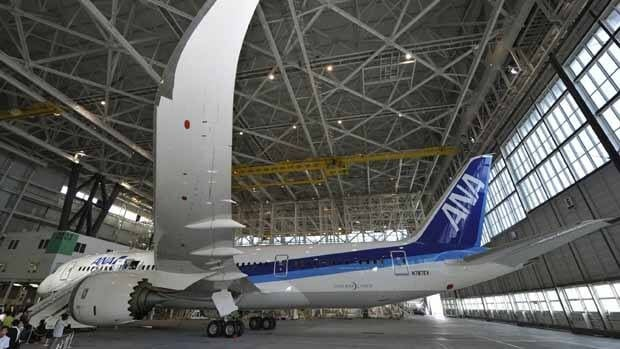 The FAA should review its approval of the faulty Boeing 787 Dreamliner, according to the U.S.'s top accident investigator.