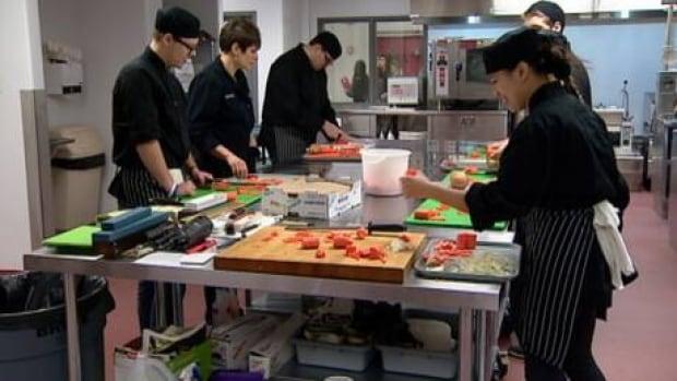 hi-cooking-students-852_1-6col