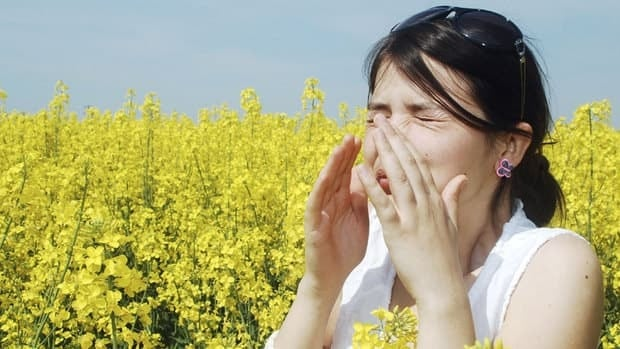 Experts say that the warm Canadian winter could lead to an earlier onset of seasonal allergies.