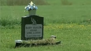 nb-baby-taylor-headstone