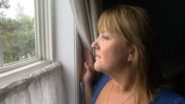 Brenda Seymour saw something unusual early Tuesday morning - three men preparing to rob a convenience store across the street from where she lives.
