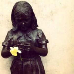 nl-spencer-girl-statue-2012