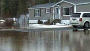 si-nb-fredericton-flood-220
