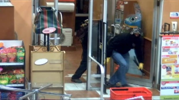 Halton Regional Police posted security footage on Youtube of suspects breaking into ATM machines across Ontario and Quebec.